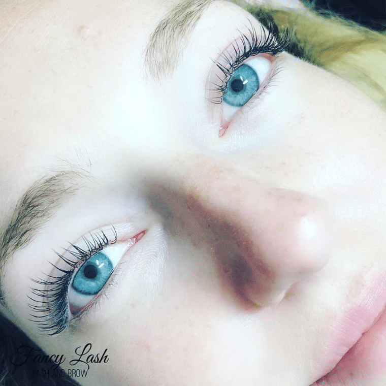 classic hybrid volume eyelash extensions